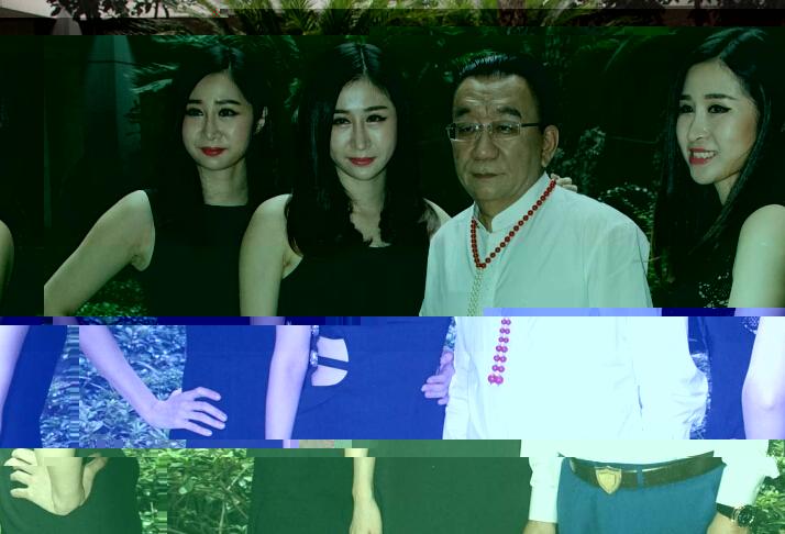 三胞胎姐妹与侯耀华合影,整容后的三人还是那么像,三胞胎美女直播秀