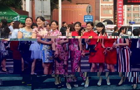旗袍美女妈妈们助阵高考:旗开得胜
